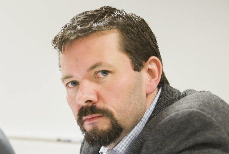 Verdifull: Evenes-ordfører Svein Erik Kristiansen mener oversikten som viser hvor mange og hvor det er tilgjengelige boligtomter som verdifull.Foto: Ragnar Bøifot