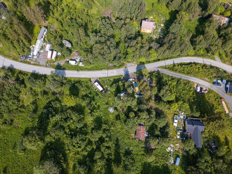 Dronefoto av eiendommen og skrotet. Dronefoto: Fremover
