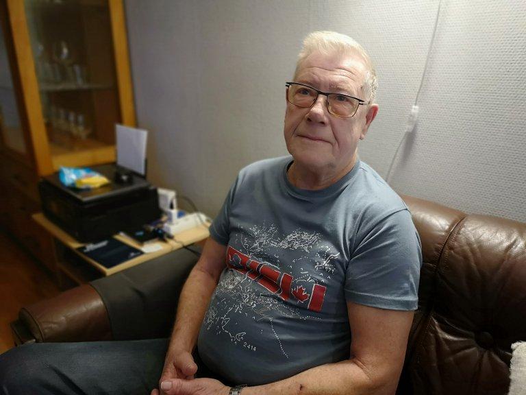 TRYGG: Svein Støkket (72) føler seg trygg etter besøket fra brannvesenet.