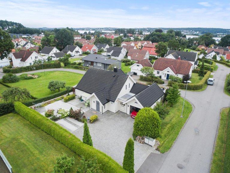 ENEBOLIG: Hans Råstad og Mailinn Eriksen fikk enebolig på Råel for under prisen av det de måtte betale for en halvparten så stor leilighet i Oslo.