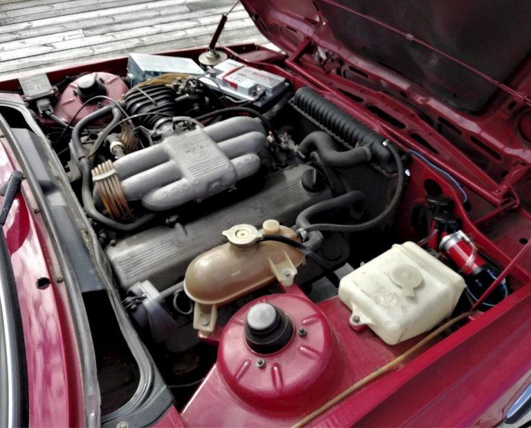 GJEV MOTOR: 323i var utstyrt med 2,3-liters 6-sylindrer rekkemotor, med fuel injection.