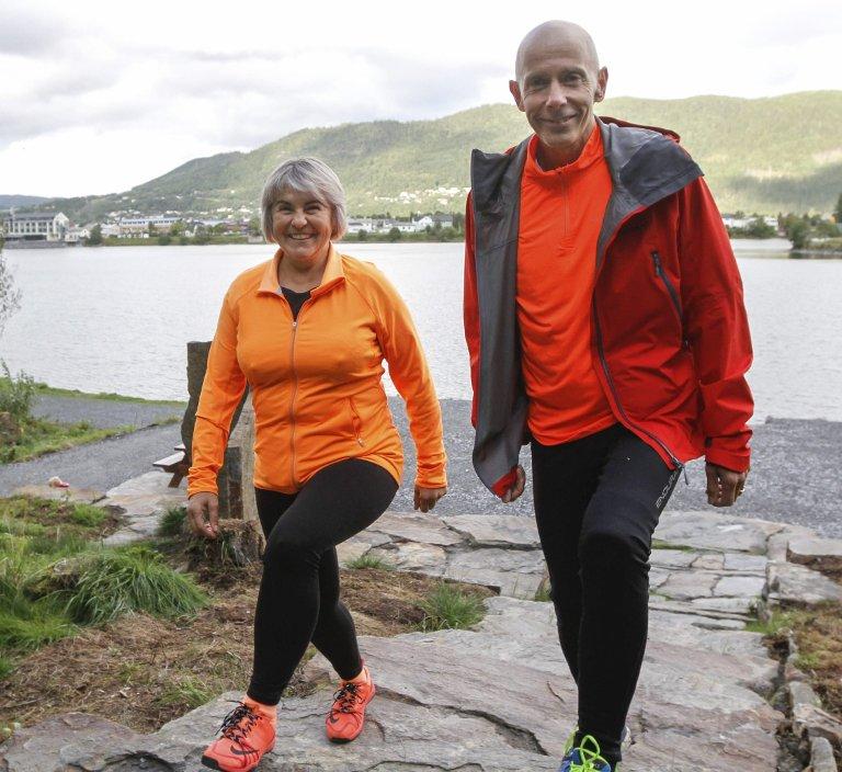 STØTTESPILLER:Mannen Frode har gått alle 42 turmål sammen med Danguole, men hun har spedd på med flere turer enn han totalt.