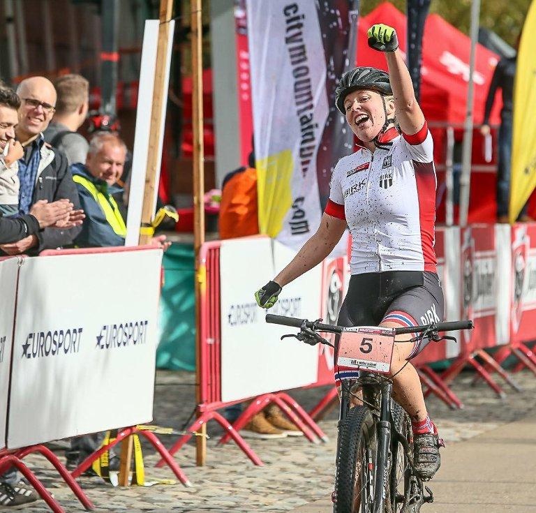 JUBEL: Her vinner Ingrid Bøe Jacobsen verdenscupen i Antwerpen, Belgia sist helg.
