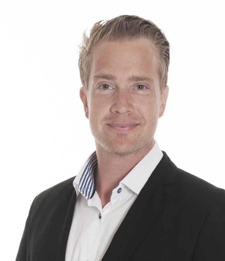 MANGE FRA OSLO: Eiendomsmegler Oscar Reuterwall opplever at mange fra Oslo er interessert i boliger i og rundt Tønsberg.
