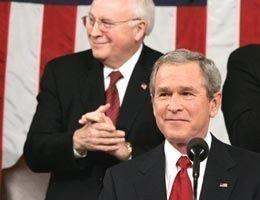 George W. Bush skjerpet tonen overfor Syria og Iran i nattens tale. I bakgrunnen visepresident Dick Cheney.
