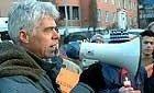 Generalsekretær Petter Eide i Amnesty utenfor Irans ambassade mandag.