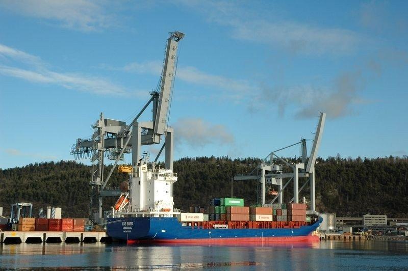 M/S Ice Bird la til kai på den nye containerterminalen.