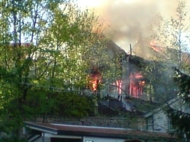 Husene i Teppaveien ble svært raskt overtent.
