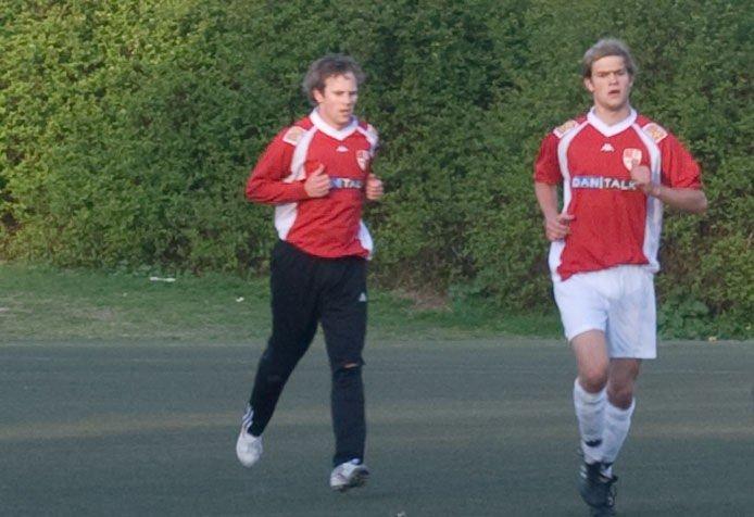 Kenneth Brenne (t.v) og Ole Christoffer Ellingsen (t.h) sørger for 5 mål, og 3 nye poeng.