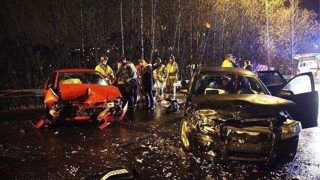 De to bilene var ikke kjørbare etter ulykken. Foto: Svein Gustav Wilhelmsen