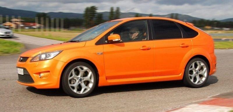 PRØVEKJØRT: Ford Focus ST er en glimrende allrounder med kvaliteter både på bane og vei.