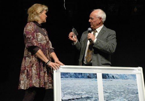 Trine Alderin mottok bydelsprisen på vegne av Lyns foreldrelag.