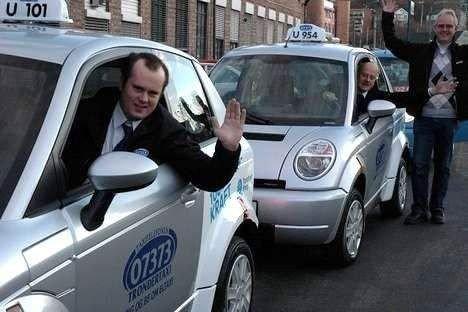 Audun Asphjell (foran) og Arne Asphjell på vei til møte med samferdselsministeren. RøhneSelmers Andreas Bjørnsson ønsker god tur. Foto: Vidar Bak