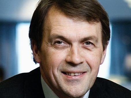 Eivind Reiten, bosatt på Hellerud, gir seg som konsernsjef i Norsk Hydro.