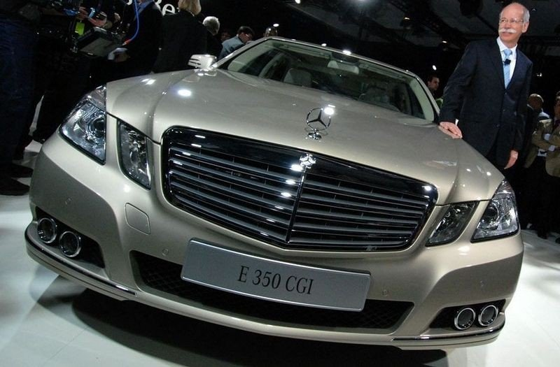 TØFF I TRYNET: Mercedes håper E-klassen kan bli luksusbilenes klasseleder.