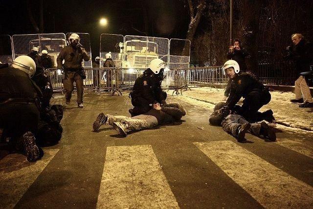 32 av ungdommene som ble pågrepet etter de voldelige opptøyene i Oslo sentrum kommer fra vårt distrikt. Fjorten av dem er under atten år og vil bli kalt inn til samtale med politiet og barnevernet.