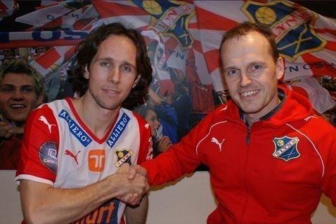 Petter Furuseth signerte i dag under på en toårskontrakt med Lyn. Her sammen med Rolf Magne Walstad. (Foto: Lyn Media)