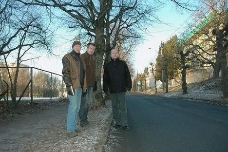 FAU-leder Erik Skei (i midten), sammen med Ola Borander (t.v.) og Christian Ødegaard, som begge er FAU-representanter i arbeidsgruppen for «nye» Grefsen skole.