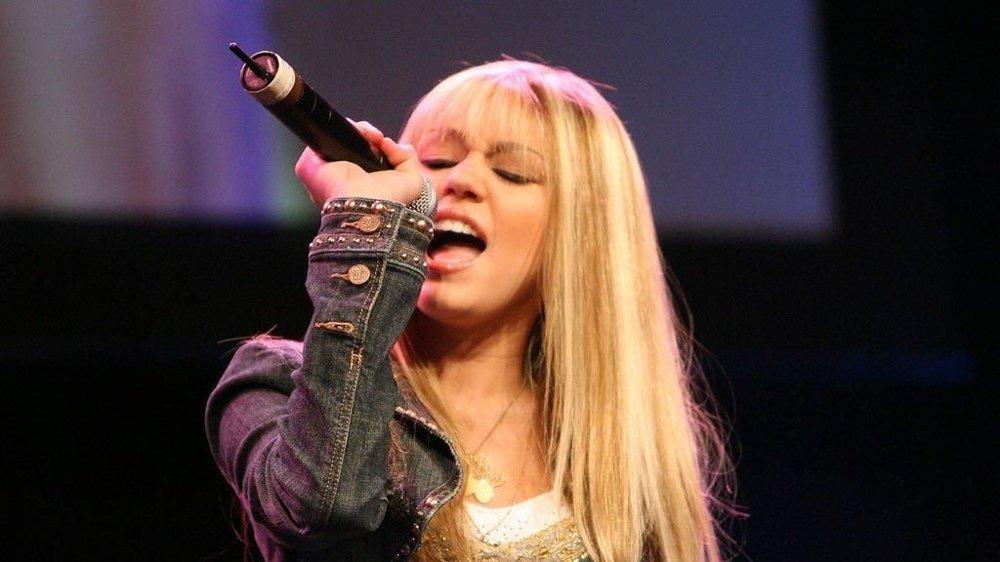 FORVIRRET: Hannah Montanas popularitet gjør at ting kommer ut av kontroll og for å finne virkelige verdier reiser hun med faren hjem til Tennessee.
