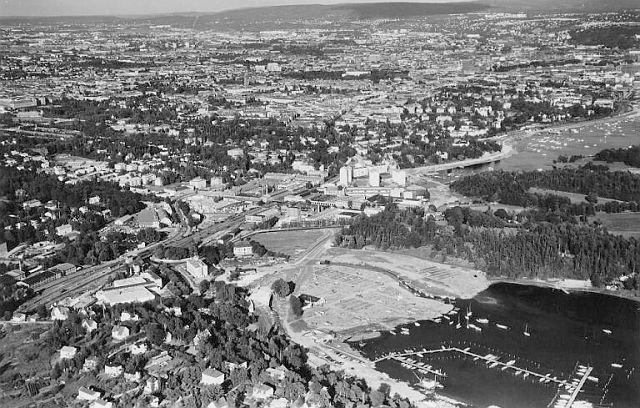 Klubbhuset til Oslo roklubb (markert) lå i strandlinjen frem til ut på 70-tallet. Bildet er fra 1958.