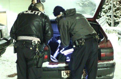 Politiet pågrep to personer etter innbruddet på Røa. Her pågriper politiet noen andre tyver på Frysja natt til torsdag.