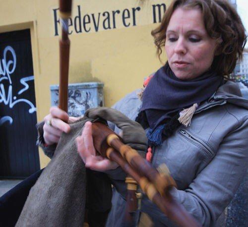 Elisabeth Vatn fra Nordberg er aktuell med Piper on the roof, en plate med variert sekkepipemusikk. FOTO: NILS SKUMSVOLL