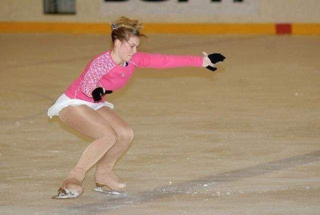 Kristine Sjaastad er skjerpet når hun treffer isflaten etter luftige triks.