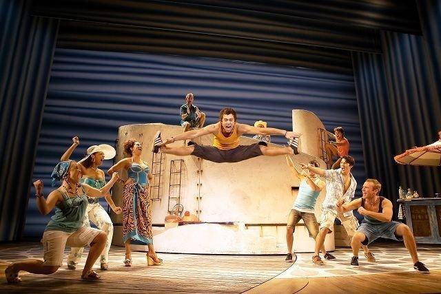 Anders Dahlen fra Nordstrand overbeviste i musikalen Mamma mia! med dansekunst og spenst.