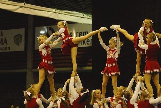 Viqueens Incredible stjal showet i norgesmesterskapet i cheerleeading. Jentene ordnet et av fem gull til Viqueens.