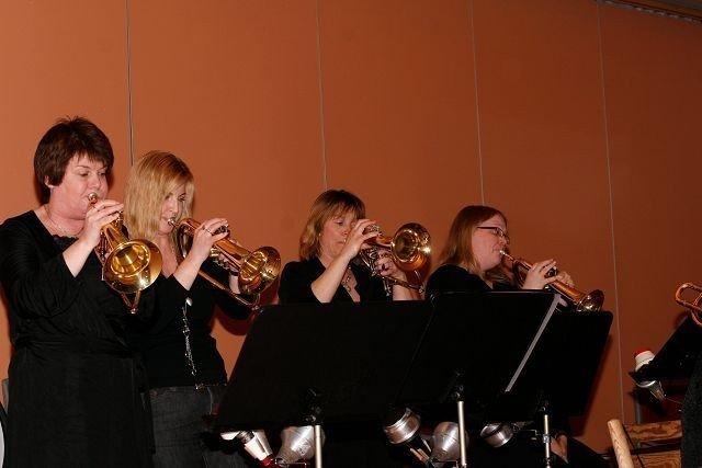 SheBop Big Band: Et rent dameband som for anledningen hadde tatt med et par herrer.