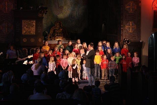 Barnekorene i Bekkelaget kirke fremførte musikalen Karoline i mandag kveld. Foto: Geir Anders Rybakken Ørslien