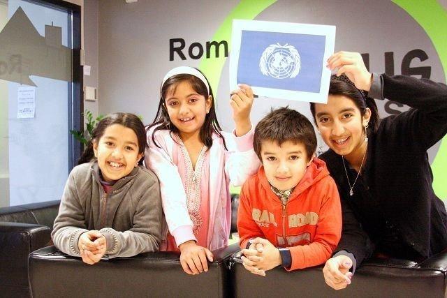 Bushra Mehmood, Kaynatt Soltana Ghapoor, Arman Ali Mehmood og Aisha Mehmood feiret FN-dagen på Romsås senter.