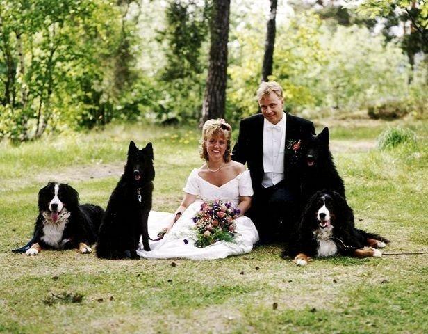 Da Britt og Lars Pinderud giftet seg hadde hundene en naturlig plass. Foto: Privat