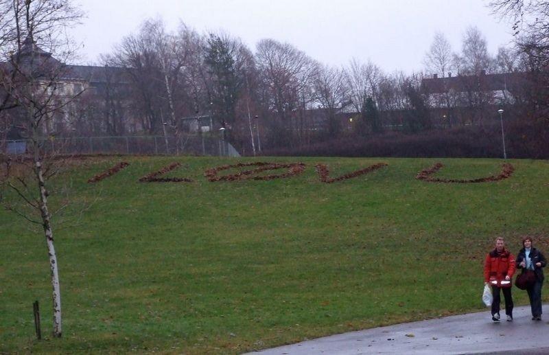 står det skrevet med løvi Tøyenparken