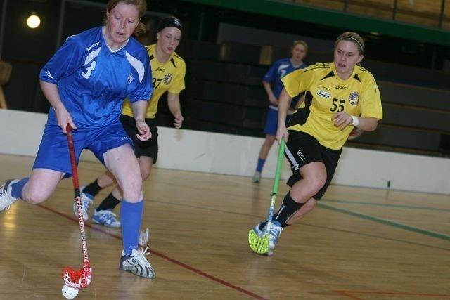 Bra jobb: Line Viul (venstre) og de andre Grei-jentene gjorde en bra match mot Jessika Sundberg og Tunet.