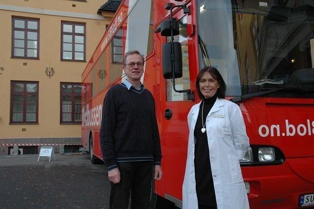 Vervekampanje: - Gi blod, oppfordrer Tor Ole Bergan og Grethe Aarstad. Foto: Andreas Lindbæk