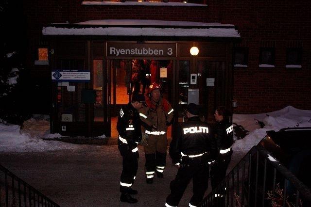 Røykutvikling og brannlukt førte fredag morgen til utrykning til Ryen Distriktspsykiatrisk senter. Årsaken viste seg å være en overopphetet kondensator i et lyspanel.