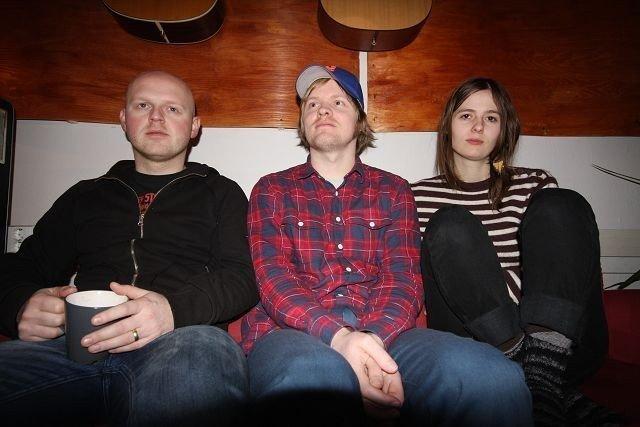 Østkantbandet I Was A King blir med Øyafestvialen til London for å spille konsert. F.v. Håvard Krogedal, Frode Strømstad og Anne Lise Frøkedal.