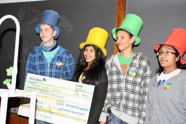 Oskar Sesseng, Jalini Srisgantharajah, Pirasanja Thevarajah og Fredrik Opseth fra Apalløkka skole vant prisen for beste presentasjon.