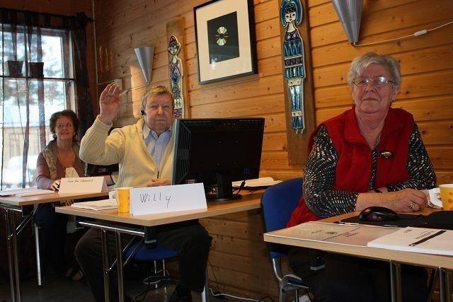 – Det er bare hyggelig å være tilbake på skolebenken igjen, mener f.v. Anne-Lise Strømsnes, Willy Olsen og Ester Finstad. ALLE FOTO: LINE RUNDMO