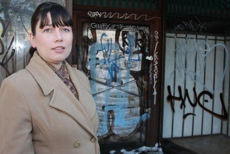 Heidi Nordby Lunde ønsker Eivind Hellstrøm velkommen til Grünerløkka.