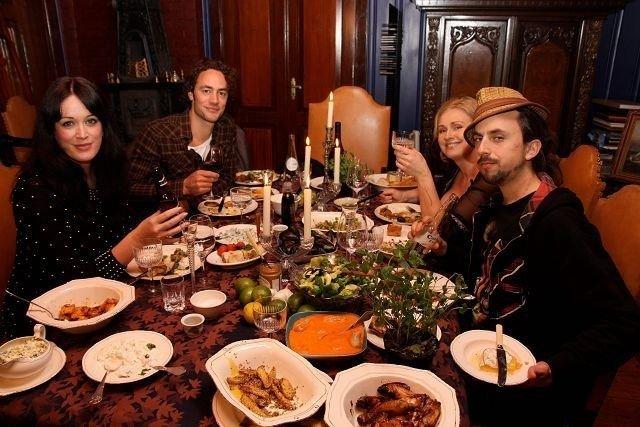 Ukas fire kjendiser rundt bordet var Ingeborg Heldal, Christoffer Dons, Tine Skolmen og groruddølen Don Martin.