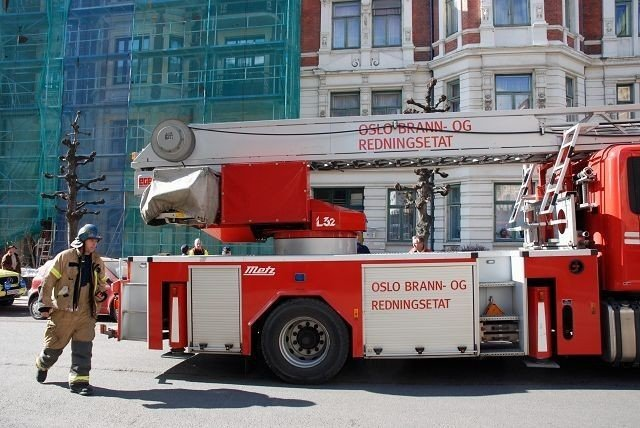 Brannvesenet måtte slukke to branner i løpet av fem timer i Nobels gate i dag tidlig.