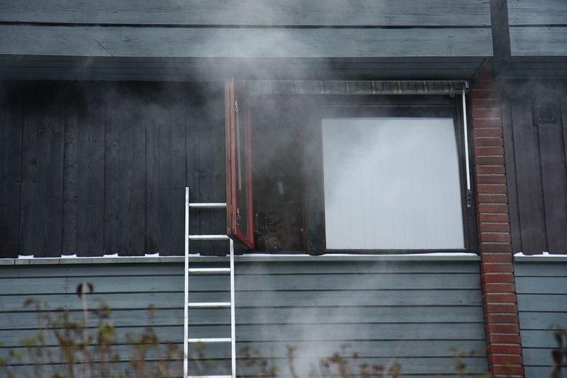 Brannvesenet rykket ut til et rekkehus på Refstad torsdag ettermiddag.