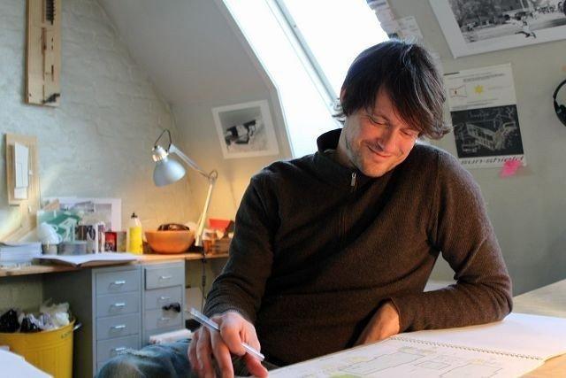 Per Martin Landfald jobber foreløpig på idealistisk grunnlag for skolen. Han håper kommunen og politikerne vil lytte til skolens planer.