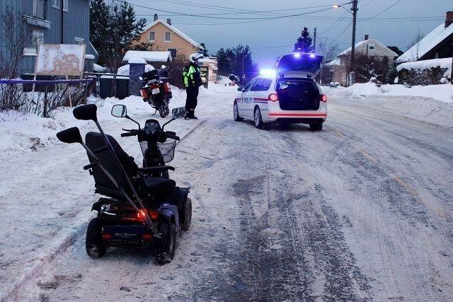 En person er kjørt til sykehus etter å ha blitt påkjørt i Vårveien på Ekeberg.