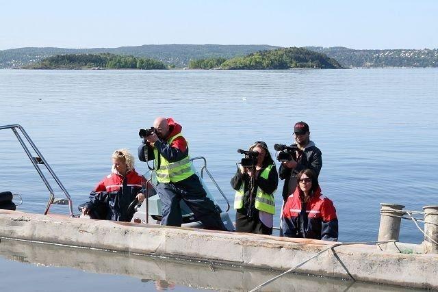 Anne- Berit Vestby (nr. 3 f.v.) i Subrosa film har 170 timers råmateriale fra deponisaken som skal bli dokumentar i 2011. Her fra aksjonen mot en dumpelekter ved Sjursøya i mai 2008. Foto: Øystein Dahl Johansen