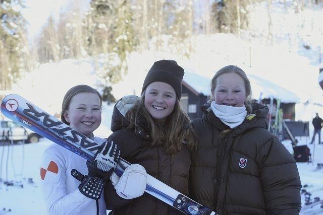 På pallen: Her er premiepallen i lørdagens Super-G i Wyllerløypa i klassen J12-13 år. Fra venstre Marte Berg Edseth, Guro Hvammen og Martine Hoel.