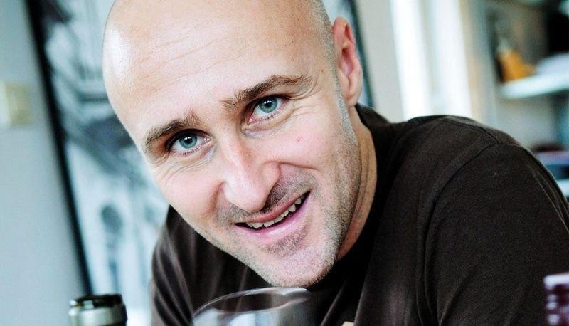 """Ole Martin Alfsen er vinkelner og fagansvarlig for mat og drikke ved Kulinarisk Akademi. Ansvarlig for vinkelnerutdannelsen i Norge. Du ser ham som ekspert i TVNorges """"4-stjerners middag"""" hver uke."""