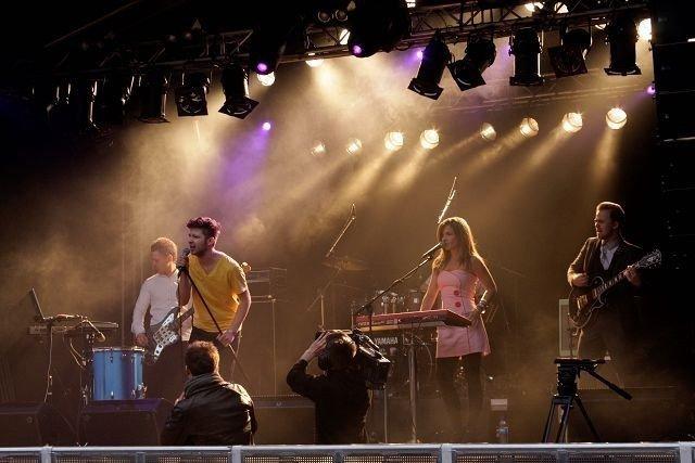 The Pink Robots skapte godstemning i teltet allerede fra klokka 16. FOTO: MAREN BLESKESTAD THORSEN